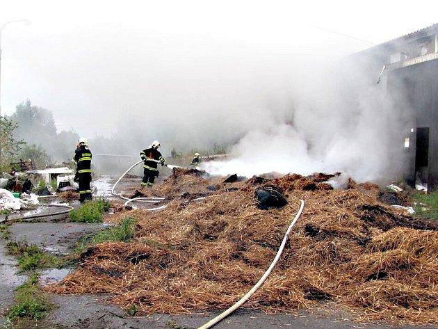 Požár haly se senem ve Vřesové.