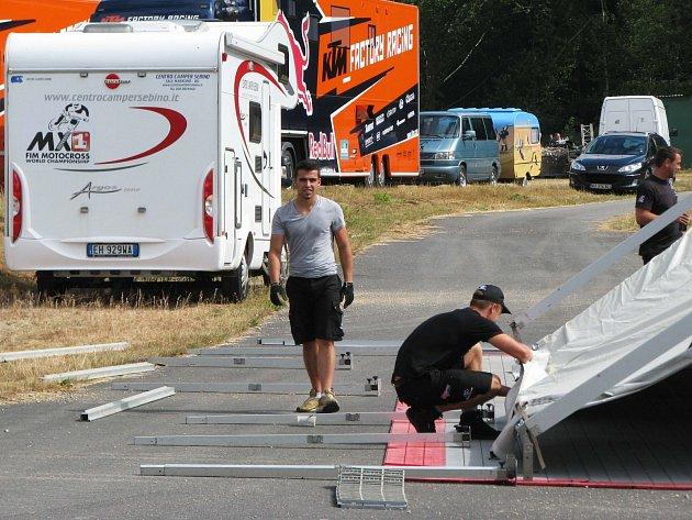 PŘÍPRAVY tratě a zázemí pro světový šampionát v Lokti jsou v plném proudu. Již brzy do areálu zamíří tisíce fanoušků motokrosových závodů.