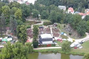 Po celé léto bude loketský amfiteátr (na snímku) hostit řadu koncertů, operu, muzikály i Shakespearovské slavnosti.