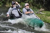 Před ukončením sezony sjížděli vodáci úsek z Kynšperka do Sokolova. Řeku, na kterou se vydalo zhruba šedesát vodáků, si moc pochvalovali.