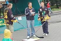 Akce hokejistů Baníku na Starém náměstí v Sokolově