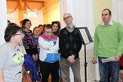 Vernisáž výstavy zpříjemnili klienti Mateřídoušky svým pěveckým a hudebním vystoupením.