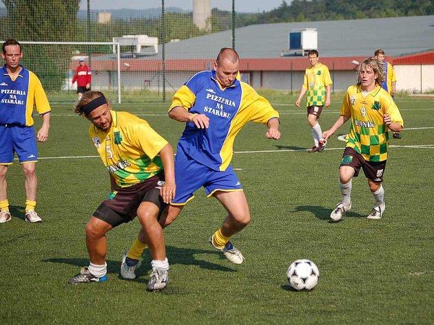 Ač někteří hokejisté hrají závodně fotbal, proti béčku Baníku se neprosadili.