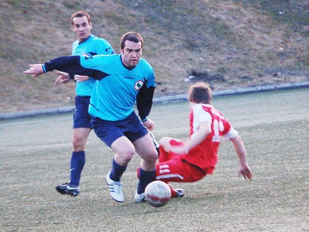 Krajský přebor: Spartak Chodov - Spartak Horní Slavkov (v modrém)