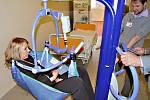 Ukázka mobilního zvedáku v sokolovské nemocnici