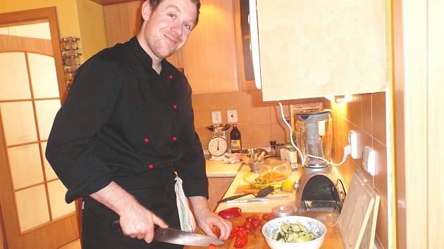 FITNESS instruktor je v kuchyni jako ryba ve vodě.