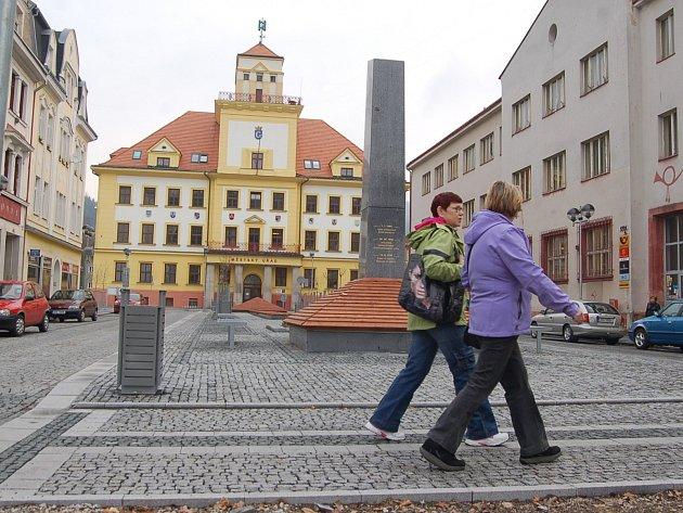 ZA PENÍZE z ROPu opravily Kraslice náměstí v centru. Proplaceno nedostaly asi osm milionů.