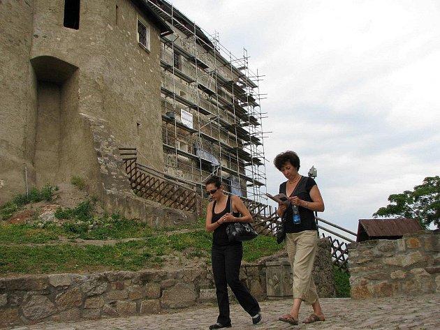 Právě v opravovaném severním paláci na hradě Lokti by měly v budoucnu vzniknout luxusní apartmány především pro svatebčany.