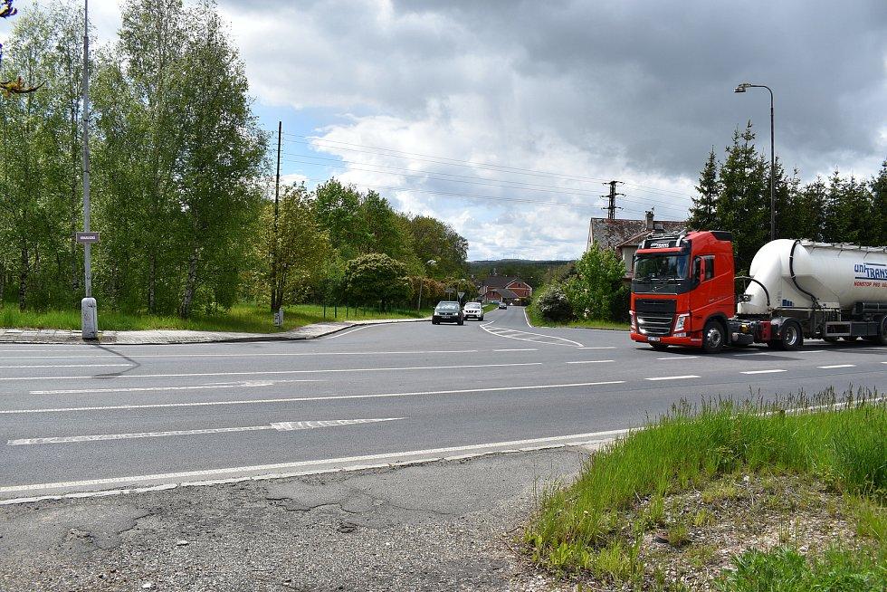 Křižovatka ve Svatavě u Sokolova. Za poslední dva roky zde bylo 7 nehod se 7 zraněními.