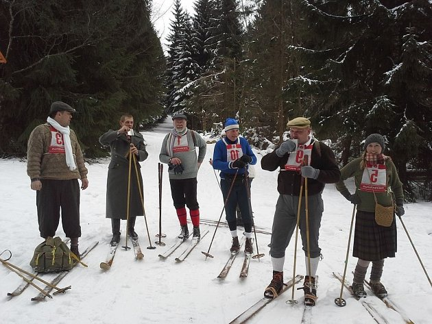 Účastníci čtvrtého ročníku tradičního závodu Aschberglauf vkrušnohorské Bublavě.