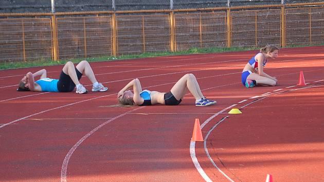 Podobné vyčerpání jako sokolovským běžkyním při Cooperově testu zřejmě účastníkům Běhu přátelství nehrozí.
