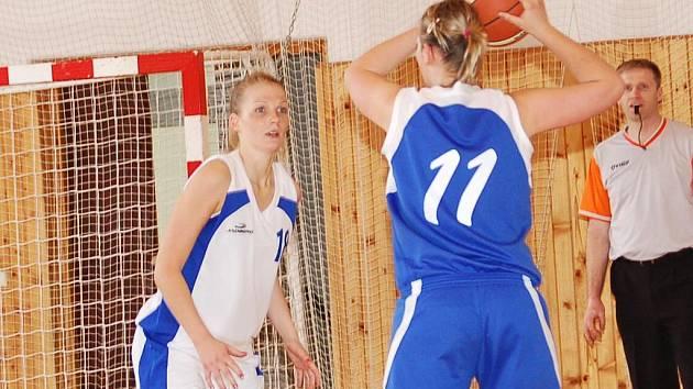 II. basketbalová liga: BCM Sokolov (v bílém) - Lovosice