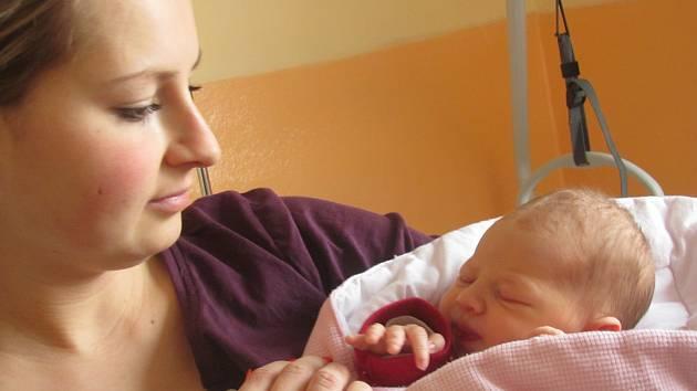 ANETKA KOPŘIVOVÁ se narodila v 0:45 v sokolovské porodnici mamince Pavlíně Kočové z Nebanic. Měřila 51 centimetrů a vážila 3420 gramů.