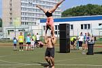 Na hřišti u sportovní haly probíhal program už dopoledne. Přelez, přeskoč, recykluj, Běh pro Domácí hospic Motýl a Sokolovský čtvrtmaraton.
