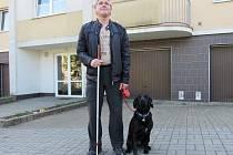 Mstislav Schweiner a jeho vodící pes Laya.