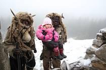 ZÁŽITEK pro děti i dospělé. To bylo čtvrteční vstoupení Mikuláše do našeho kraje z hory Krudum. Celou akci zpestřil zpěvem pěvecký sbor Cubitus.