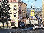 Doprava kamiony z Horního Slavkova na Loket by zvýšila zátěž pro obyvatele, ale také by ohrozila domy ve staré části Slavkova.