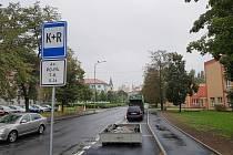 K+R má zajistit bezpečnou cestu dětí z auta do školy