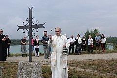 OBNOVENÝ kovaný kříž připomíná zaniklou vesnici Smolnice.