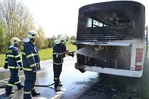 Požár autobusu u Královského Poříčí.