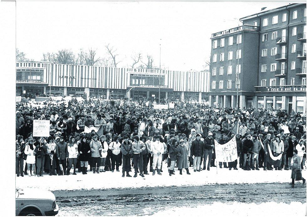 Listopad 1989 v Sokolově.