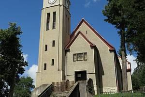 Evangelický kostel s farou v Kraslicích.