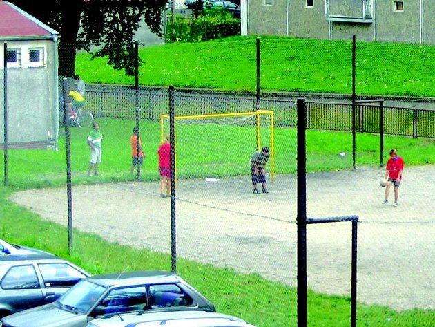 V Kraslicích je nově opravené hřiště.