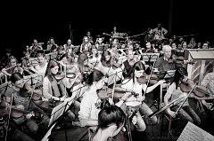 Spolupráce obou orchestrů trvá již několik let.