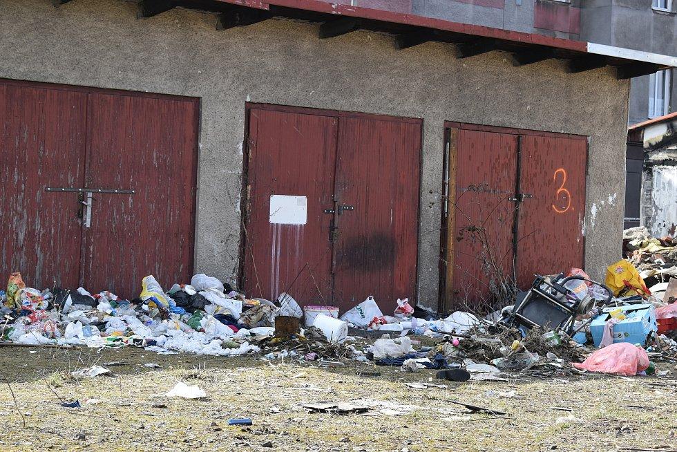 Přeborníci v zakládání černých skládek jsou lidé bydlící u vlakového nádraží