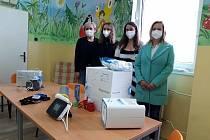 Markéta Vondroušová koupila přístroje dětskému oddělení sokolovské nemocnice.