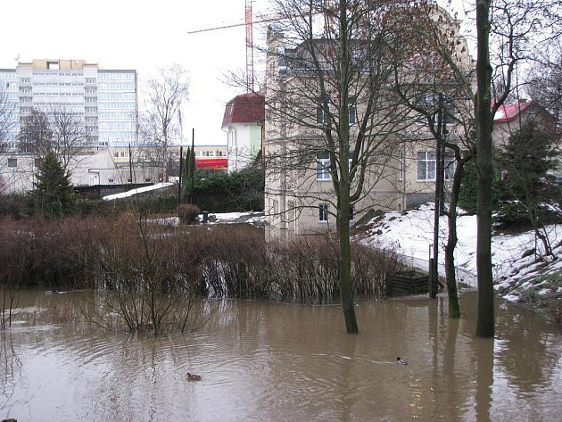 Ilustrační foto. Rozvodněná řeka Ohře.