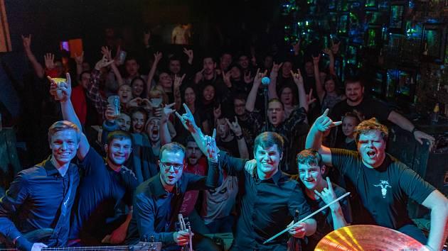 16. ledna odstartovali End of Scream turné Finding the Sanctuary v Cross Clubu v Praze.