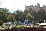 Dopoledne v rámci akce Běžíme na hrad patřilo v loketském amfiteátru především dětem.  A taky charitě.