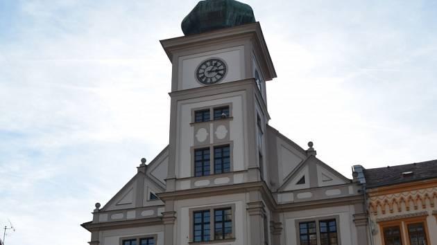 Radnice v Lokti je barokní stavba z konce 17. století, která byla postavená na základech gotického měšťanského domu.
