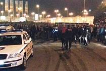 Na fanoušky Baníku čekal před stadionem dav domácích příznivců
