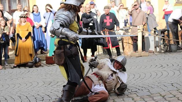 V rámci Středověkých slavností purkrabího Půty si návštěvníci užili program i v amfiteátru a na náměstí.