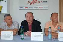 Noví trenéři při tiskové konferenci FK Baník.