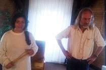 V rámci projektu Spisovatelé do knihoven navštívil chodovskou knihovnu jako první Petr Hruška.