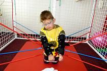 AKTUÁLNĚ pořádá Farní charita benefiční koncert na pomoc nemocnému chlapci Fanouškovi. Výtěžek pomůže uhradit nákladný rehabilitační pobyt.
