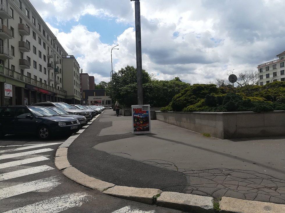 Chodníky kolem sokolovského náměstí Budovatelů