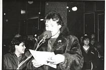 Listopad 1989 na náměstí v Sokolově.