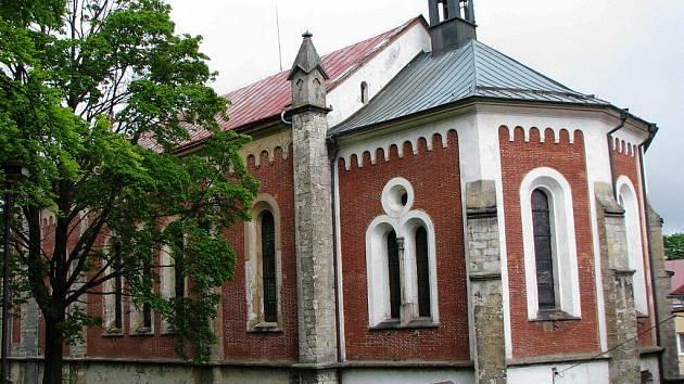 KRÁSENSKÝ KOSTEL je významnou dominantou města. Během léta ho čeká nákladná oprava.