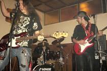 TAJFUN v Kraslicích dokázal, že umí nejen zahrát dobrou muziku, ale i skvěle pobavit.