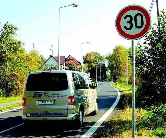 Řidičům se omezení rychlosti nelíbí a zdá se jim zbytečné