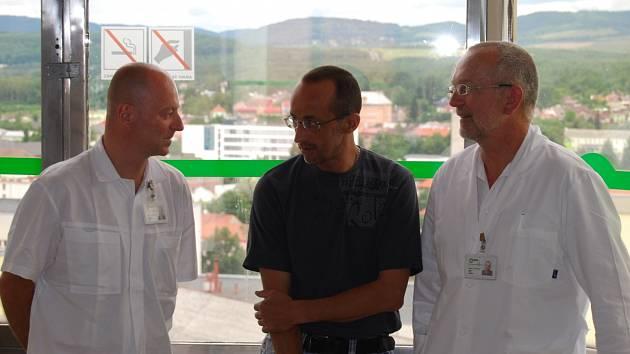 Trojice na snímku dostala pomyslnou jedničku za odvahu. Zleva Ivo Stowasser,  Tomáš Vojta a Jiří Vlasák.
