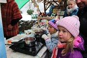 Krušnohorské vánoční trhy se konaly o víkendu na hradě Loket i ve městě.
