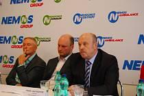 Hejtman Josef Novotný, jednatel Nemos David Soukup a předseda dozorčí rady SU František Štěpánek (zprava)