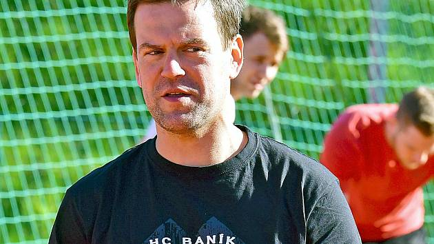 Na snímku je trenér Karel Mlejnek.