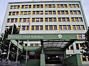 Na Městském úřadě v Sokolově proběhl audit. Jeho výsledkem je snížení počtu odborů, oddělení a také úředníků.