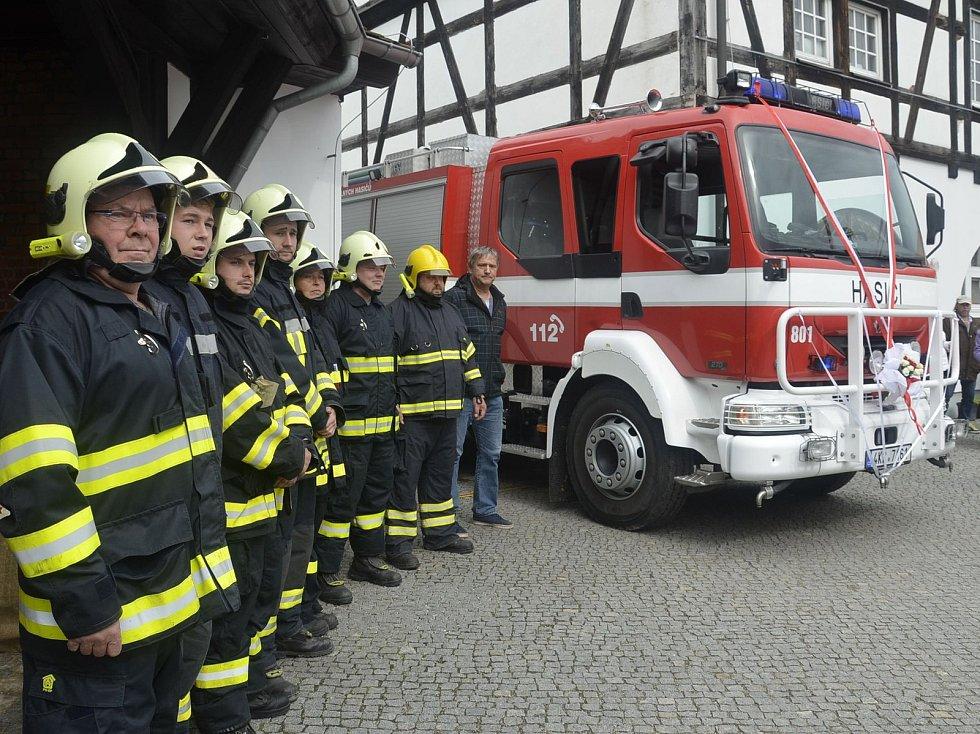 Betina dosloužila, hasiči dostali při oslavách Poříčí dar, nechyběl bohatý doprovodný program.